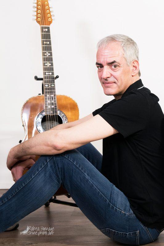 Bild von Mann mit Gitarre